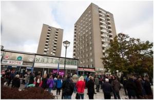 Manifestación comienzo de la ocupación de Walla Scen. Foto: Valla Torg-Alla ska kunna bo kvar