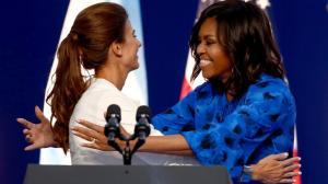 Michelle Obama y Juliana Awada en el Centro Metropolitano de Diseño | Fuente: http://www.vanitatis.elconfidencial.com/